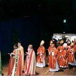 祭壇に向かう司祭団